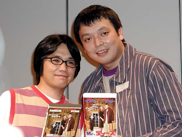DVDを手にする中川家の壁紙
