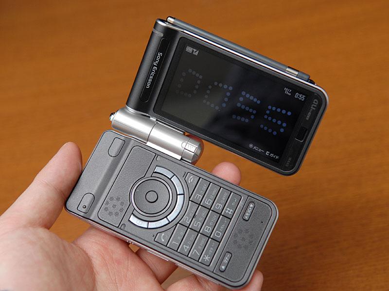 初のデジタルラジオ携帯、au「W4...