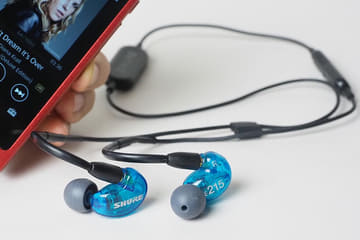 Shure初のBluetoothイヤフォンはどんな音? SE215 SPE/SE112 Wirelessを聴いた SE215 Special Edition Wireless