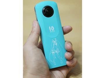 初音ミクとVRデートも!? 一緒に360度写真が撮れる「ミクシータ」で遊ぶ RICOH THETA SC Type HATSUNE MIKUillustration by KEI (C) Crypton Future Media, INC. www.piapro.net