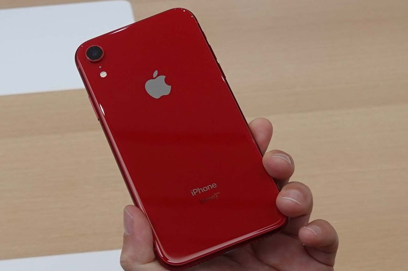 iPhone XRには赤い「(PRODUCT)RED」も