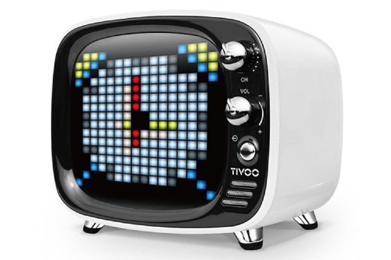 レトロテレビ風のLED搭載Bluetoothスピーカー「Tivoo」。アニメやスマホ通知表示