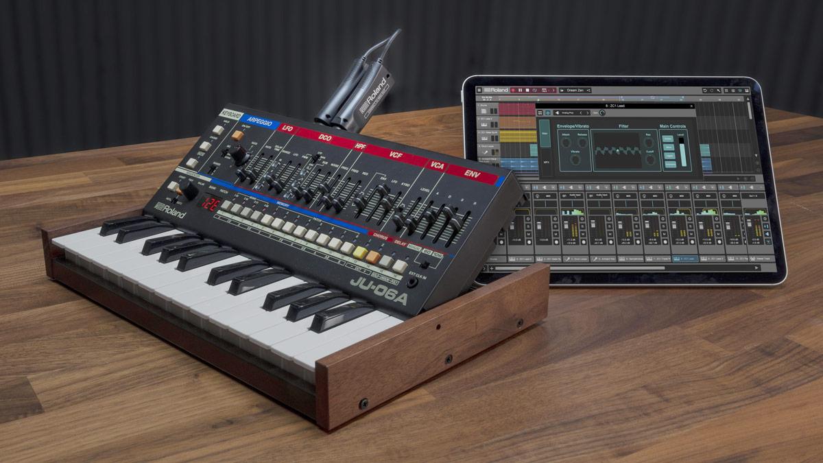 ローランド、MIDIを無線化。電子楽器とiPadをBluetooth接続 - AV Watch