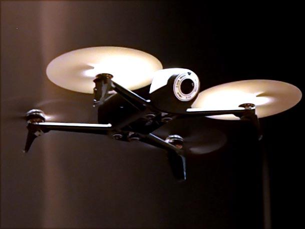 1080pカメラ搭載で25分間飛行する小型ドローン「Parrot Bebop 2」。約67,500円